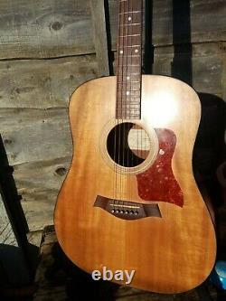 Taylor 110e Made in USA 2007 Electro-Acoustic guitar with Taylor gig bag