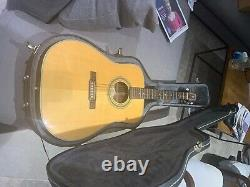 The guitar is a Washburn D21S with hard case. It is made of spruce and rosewood