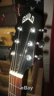 1998 Guild D-25 Nt Natural Dreadnought Acoustic Avec Hard Shell Case USA Made