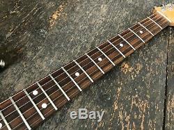 Fender Stratocaster, Guitare Électrique Fabriquée Au Mexique