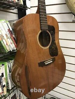 Guild 6 String Acoustic Guitar, Seems Vintage, Modèle D-15 M Made In USA