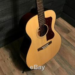 Guild F40 Valencia USA Made Grand Auditorium Acoustic Guitar Natural Avec Étui