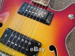 Guitare Semi-acoustique Commodore Fabriquée Au Japon Dans Les Années 1970. Excellente.