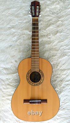 La Guitare D'oscar Teller. Modèle 750. Réalisé À La Main Par L'atelier Oscar Teller En 1979