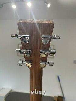 Martin Om-1gt Fabriqué Aux États-unis Solid Wood Body Semi Acoustic Guitare
