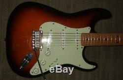 Squier Stratocaster Standard, Fabriqués En Chine. Bon État Presque Sans Marque